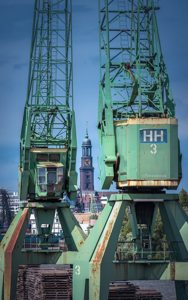 Michel vs Hafenkräne