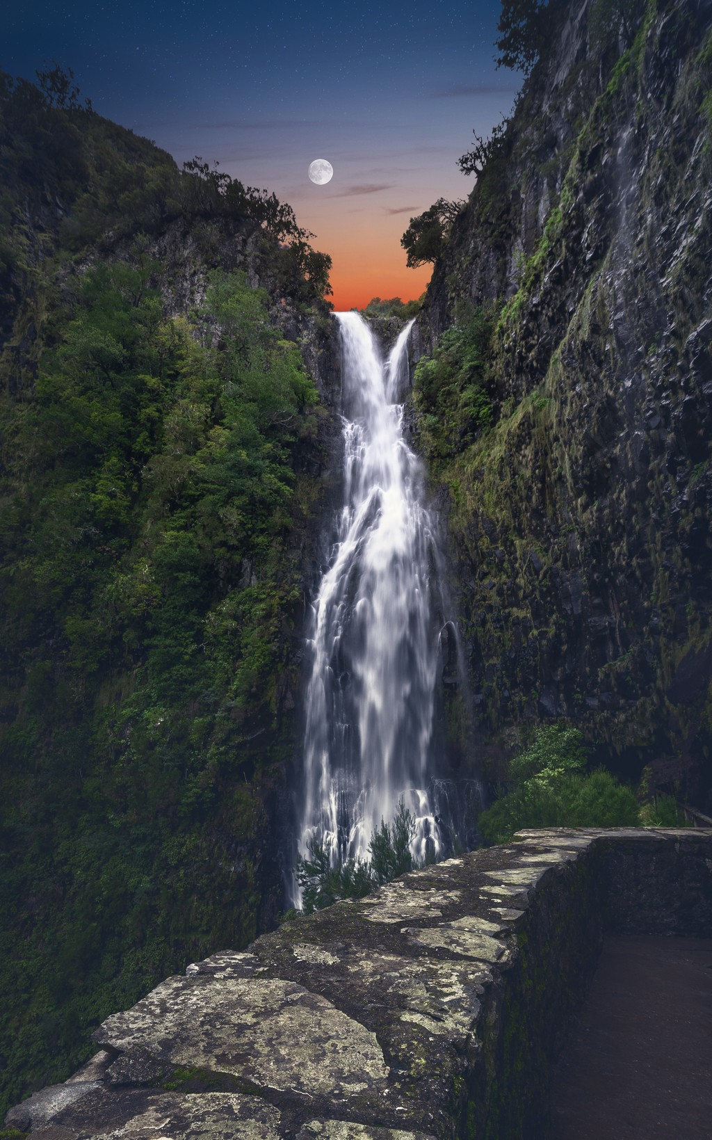 Mond Wasserfall